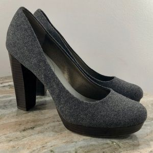 Banana Republic Size 7.5 Wool Gray Heels Pumps